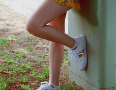 Бели и цветни обувки – функционални и удобни